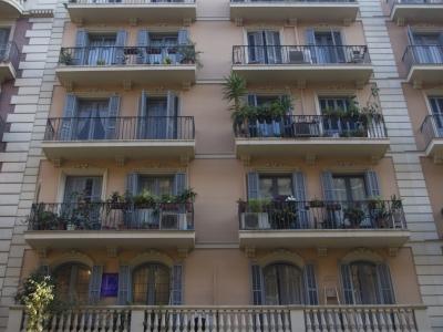 Rehabilitació de façana al carrer Corsega, Barcelona